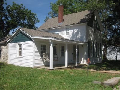 Frontier Store House Comfortable home with 2 queen bedrooms, 2 baths