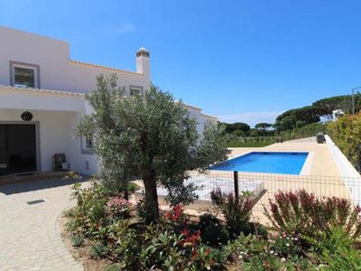 Photo for Villa Happy is a villa located in Vale do Lobo in the Algarve. Located just a few minutes walk from Vale do Lobo reception and golf club.