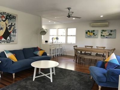 Open Plan Living room with Flat Screen TV, Blue Ray player, Netflix + AIRCON