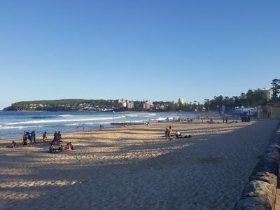 Location shot: Queenscliff to Manly Beach.