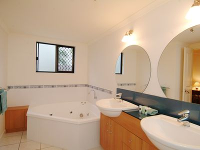 Ensuite with SPA sep shwr