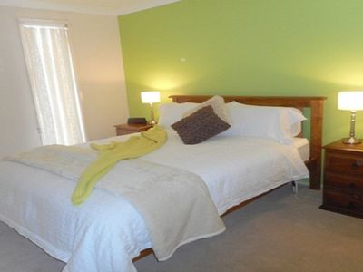 Main Bedroom, queen bed, electric blanket, walk in wardrobe, ensuite