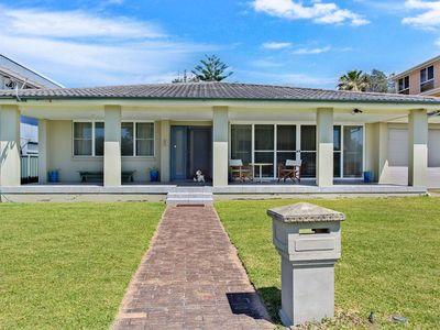 SPACIOUS HOME 100 METRES FROM BOAT HARBOUR BEACH