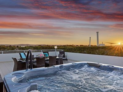 Private roof top terrace with 8 person Jacuzzi
