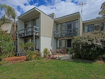 Ocean Breeze Townhouse opposite the famous Mollymook Beach