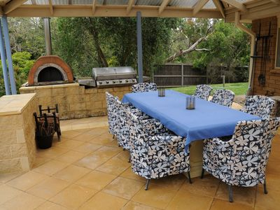 Outdoor dining, BBQ, pizza oven