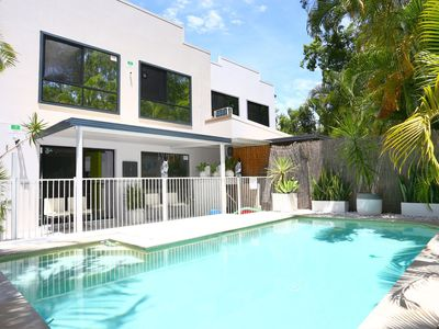 Upper coomera accommodation from australia 39 s 1 stayz for Pool design gold coast