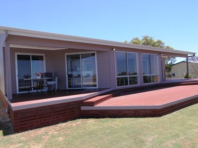 Coobowie Beach House - 4 bedrooms and right on the beach