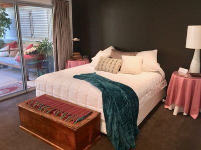 The kingsize bed has luxury linens and access to the balcony