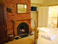 Kelly House - Bed Room 1 - Luxury Queen room with ensuite & spa