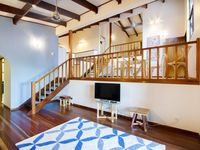 Heliconia on Kara - 4 Bed with Private Pool in central Airlie Beach