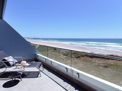 Pacific Dawn Luxury Beachfront Apartment 2