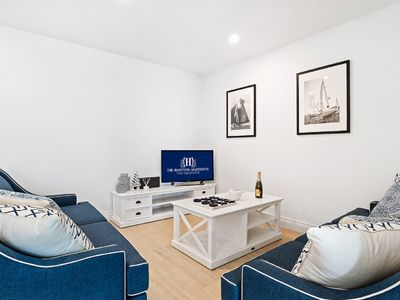 The Hamptons 1 Bedroom Apartment - Modern Luxury