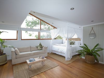 Sanctuary amongst the trees in the beautiful Palm, Whale, Avalon Beach triangle