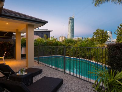 Surfers Paradise Holiday House