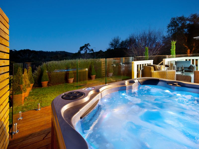 Hepburn View   Outdoor Jacuzzi, A Hepburn Springs House | Stayz
