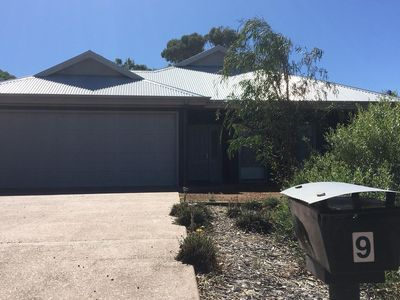 Starehe Large garage to fit two 4WD plus extra parking  for guests or boat