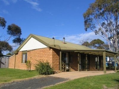 Cute mudbrick cottage so close to the beach and town