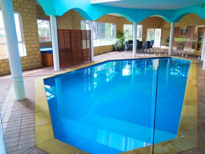 Spacious Indoor Pool Entertainment Area with Heated Jacuzzi, Sauna & BBQ