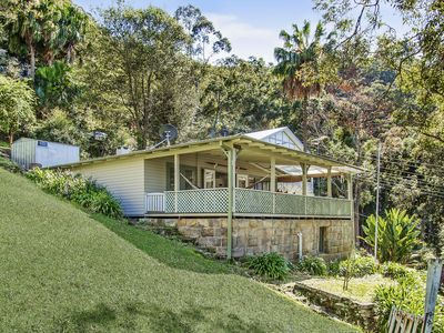 Unique hillside retreat with views over Patonga and Broken Bay