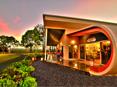 Something Completely Different - Manning Valley Hideaway at Artisans On The Hill