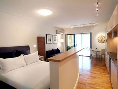Potts Point Large Studio Apartment With Balcony