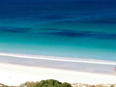 Beautiful Mullaloo Beach is 3 mins walk away