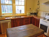 Wright House Kitchen with all modern appliances including St George Oven