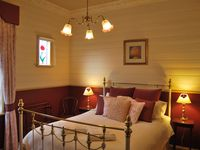 Kelly House- Bed Room 2- Luxury Queen room with ensuite and spa