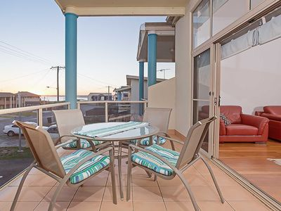 'Sunset on Birubi' 2/40 Ocean Avenue - air conditioned with water views, WIFI an