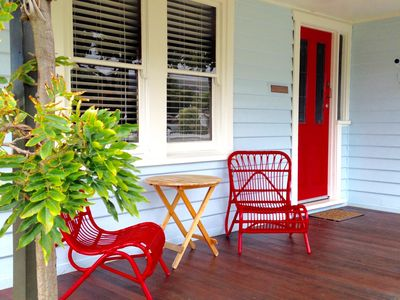Seaside Cottage, relax on the sunny front Verandah