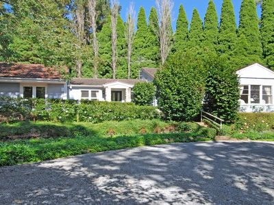 Highcroft - charming, backs on to walking trails