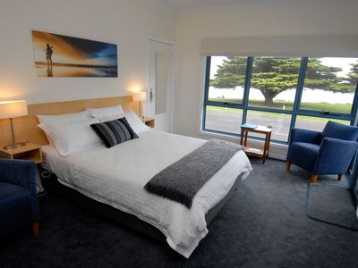 Self Contained Queen Suite with sea view