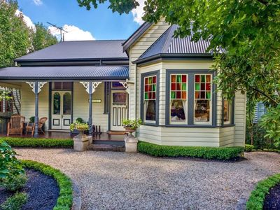 """Mirrabella"" Blue Mountains cottage - only 400 meters from Blackheath village"