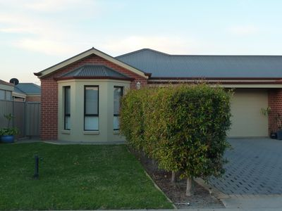 Front view of Hollywood Haven Mildura