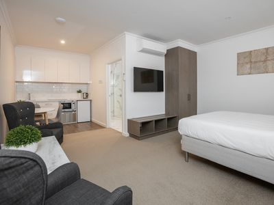 Studio Apartment Accessible Queen