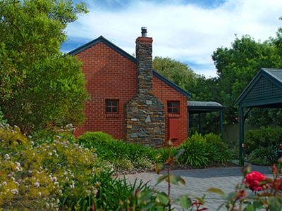 Unwind @ Anchor Cottage - Port Willunga Cottages