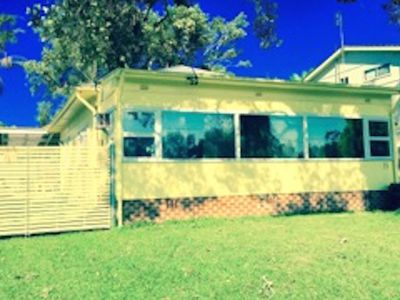 1960's Retro Getaway House on Lake Budgewoi for couples and family group.