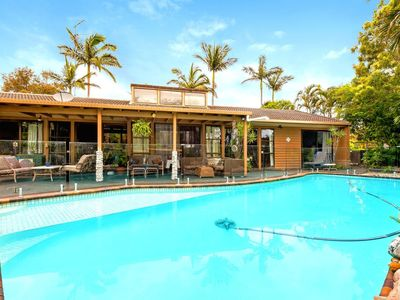 Mermaid Waters, Gold Coast Holiday Home with Private Swimming Pool and Deck
