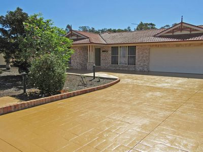 'The Salamander', 99 Salamander Way - aircon & large yard for kids