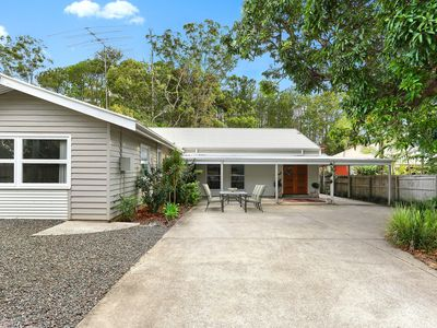 Tropical Noosa District, Welcome to Raffles