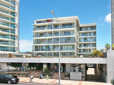 Centre Court Unit 16 - 3 bedroom unit on the beachfront central Kirra
