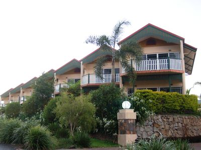 Tinaroo Lake Resort - Townhouse Apartments
