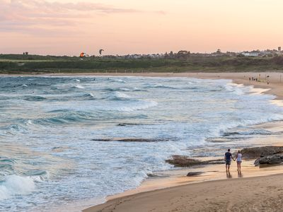 Only footsteps away to Maroubra Beach