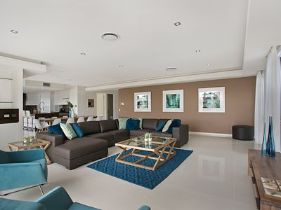 Lounge with Wet Bar