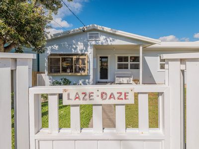 Laze Daze - Dog friendly with a short walk to beaches