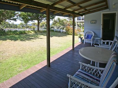 Blue Pool Cottage - Close to Bermagui's Natural Rock Ocean Pool & pets welcome