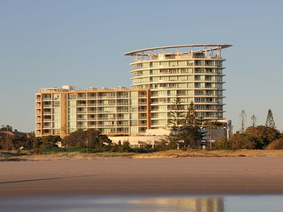 Kirra Surf ground floor apartment right by the beach