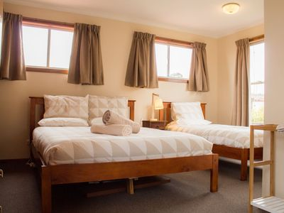 Large spacious bedroom with 1 x queen size and 1 x single beds