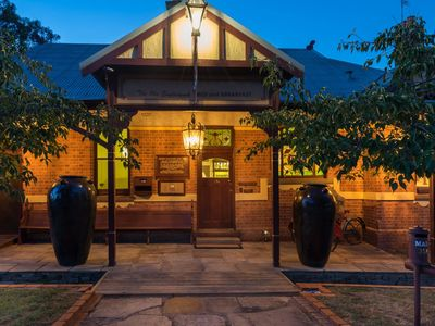 The Eaglehawk Country House Hotel - Maldon at night